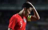 Son Heung-min tròn xoe mắt nhìn đồng đội đấu vật trên sân