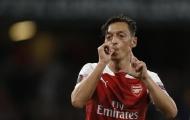 Cựu danh thủ Chelsea chỉ trích Ozil lười biếng, khiến Arsenal lụn bại