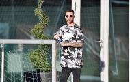 Ramos khiến fan té ngửa với style... bò sữa