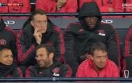 Mata và Sanchez làm chuyện bất bình trong lúc Man United khổ sở trước Man City