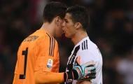 Ronaldo nói gì với Szczesny trước khi cản phá cú đá của Higuain?