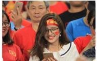 Ngẩn ngơ trước vẻ đẹp xao xuyến của nữ CĐV trận Việt Nam - Malaysia