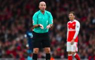 Tại sao NHM Arsenal 'ghét cay ghét đắng' Mike Dean?