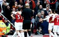 Cảnh sát vào cuộc vụ sao Arsenal bị ném chuối