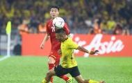 Fan Malaysia 'nổi điên': 'Đáng lẽ cậu ta đã bị đuổi khỏi sân'
