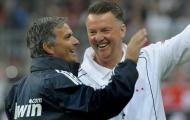 Cách Man Utd sa thải Mourinho tệ thế nào so với Van Gaal?