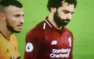 Sao Wolves bị ném đá vì một hành động với Salah