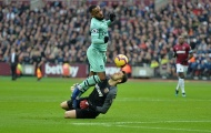 Lĩnh trọn đầu gối, người cũ vẫn khiến tiền đạo của Arsenal tắt điện
