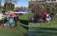Vardy hoá Spider-Man, dọa HLV Leicester khiếp vía trên sân tập