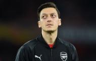 Ozil bị 'dập' tơi tả, đồng đội ở Arsenal đáp trả gay gắt