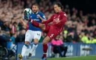 'Van Dijk như một trò đùa trước Everton'
