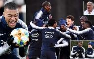Pogba quấn quít 'cạ cứng' không rời trên tuyển Pháp