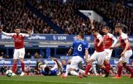 Fan Arsenal: 'Cậu ta chỉ biết chạy vòng vòng, đừng để đá chính thêm lần nào nữa'
