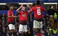 Làm khách ở Old Trafford, Barca tiện thể 'cuỗm' luôn sao Man Utd