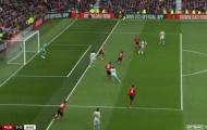 Man Utd hưởng lợi từ 2 quyết định gây tranh cãi trước West Ham