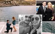 Sao tuyển Anh cầu hôn bạn gái lãng mạn bên bờ biển