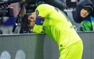 Barca bị loại cay đắng, Messi gục mặt khóc thảm thương