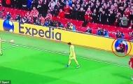 Cậu bé 'ball boy' mới đích thực là người hùng của Liverpool?