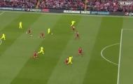 Fan Liverpool sôi máu vì pha 'đá nguội' của Suarez với Robertson