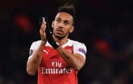 SỐC: Aubameyang có hành động 'kỳ quặc', fan Arsenal lo sốt vó