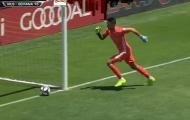 Thủ môn ở MLS mắc sai lầm cười ra nước mắt khi cố gắng chơi bóng bằng chân
