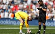 Sau Neuer 2013, nước Anh lại chứng kiến một thủ thành dùng chiêu độc