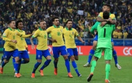 Giúp Brazil thoát hiểm, Alisson ôm chầm ngay 'kình địch cấp CLB'
