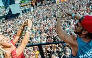 Rời Napoli, sao tuyển Bỉ quẩy điên cuồng trong lễ hội nhạc rock