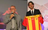 Huyền thoại AC Milan rạng ngời trong ngày ra mắt đội bóng mới
