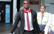 Về lại Anh, Pogba hành tung lạ, Lukaku chán nản ngó lơ fan