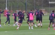 Video Mustafi xỏ háng Aubameyang trong buổi tập của Arsenal