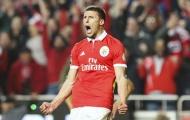 'Hòn đá tảng' 1m86 đồng loạt từ chối cả MU lẫn Arsenal