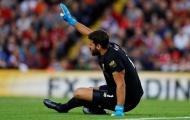 'Nhăn nhó' rời sân, Alisson bắn thông điệp quan trọng tới Liverpool