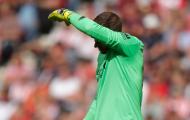 'Người hùng' gây họa, Liverpool run rẩy lấy điểm trên sân khách
