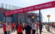 Neville thực sự đã nói gì về việc 'bán máu Old Trafford'?