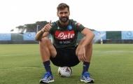 Được Napoli chào đón, cựu sao Tottenham cười tươi trên sân tập