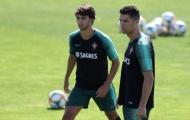CHOÁNG! Ronaldo làm điều không thể tin nổi với đàn em tuyển Bồ Đào Nha