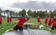 Dàn sao AC Milan thể hiện tài năng với môn... bóng bàn
