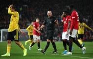 Người thay Wan-Bissaka mắc lỗi, Man Utd trả giá đắt trước Arsenal