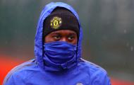 Ninja xuất hiện trên sân tập Man Utd ngày mưa bão