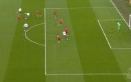 Van Dijk rất nhanh nhưng không đỡ nổi 'thánh nhọ' Liverpool