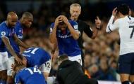 Đồng đội Everton tiết lộ 3 phản ứng cùng cực của Gomes khi nằm trên sân