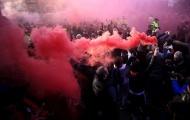 CĐV Liverpool nhuộm đỏ bầu không khí và những khoảnh khắc đẹp nhất vòng 12 NHA