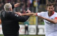 Hành động phi thể thao, 'kẻ hạ sát' Bayern nhận án phạt nghiêm khắc