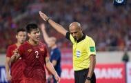 Nhận mưa 'gạch đá' từ CĐV Việt Nam, trọng tài Al Kaf quyết định làm 1 điều