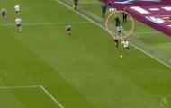 Mourinho 'vỗ tay như điên' bên ngoài sân, Tottenham giã nát chủ nhà