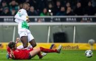 Chẳng còn gì đau đớn hơn khi Bayern đang bị chính hàng thủ 'phản bội'