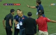 CĐV Việt Nam: Game dễ quá! Sợ thầy Park... 'múc' luôn trọng tài