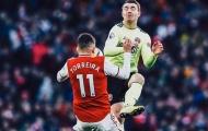 Sao Arsenal đổ máu vì pha bóng không thể tránh