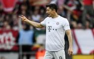 Tiếp tục nổ súng, Lewandowski san bằng kỷ lục của 'vua dội bom' Muller